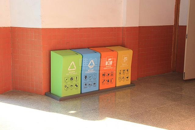 学校室内分类垃圾箱