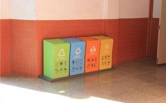 学校垃圾桶